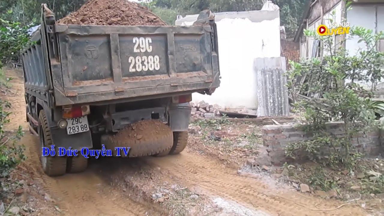 Xe ô tô ben 29C28388 chở đất lùi đổ benz