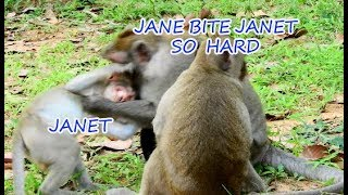 Much pitiful Janet cry loudly cos Jane bite so hard | Janet not more Jane's lovely baby.