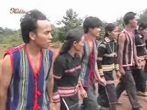 Bahnar Traditional Music ( Soang Joloh Neh).flv