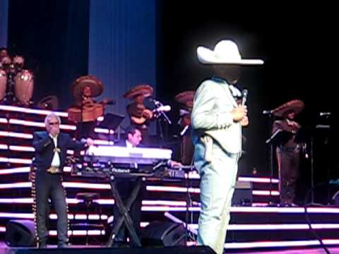 Vicente Fernandez & Big Boy (Power 106) Aca Entre Nos 11/24/10