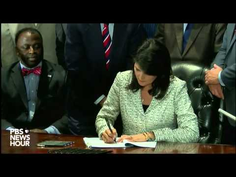 S.C. Gov. Nikki Haley signs bill to remove Confederate flag from state capitol