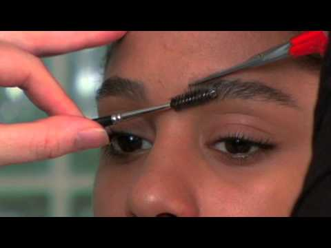 Eyebrow Tips: Trimming Your Brows to Shape the Arch