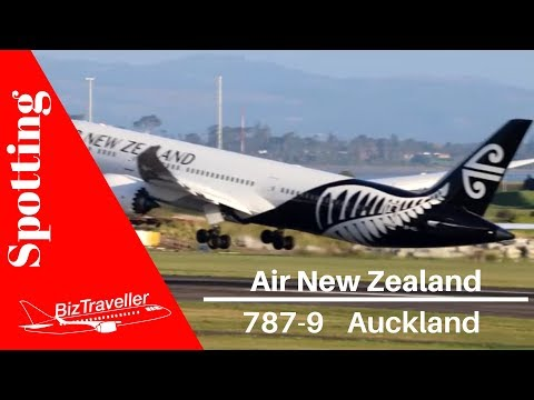 Air New Zealand Dreamliner Departs from Auckland to Houston