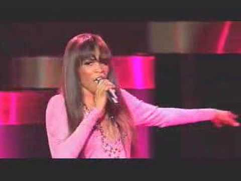 Live Performance  Michelle Williams destroys Do You Know?