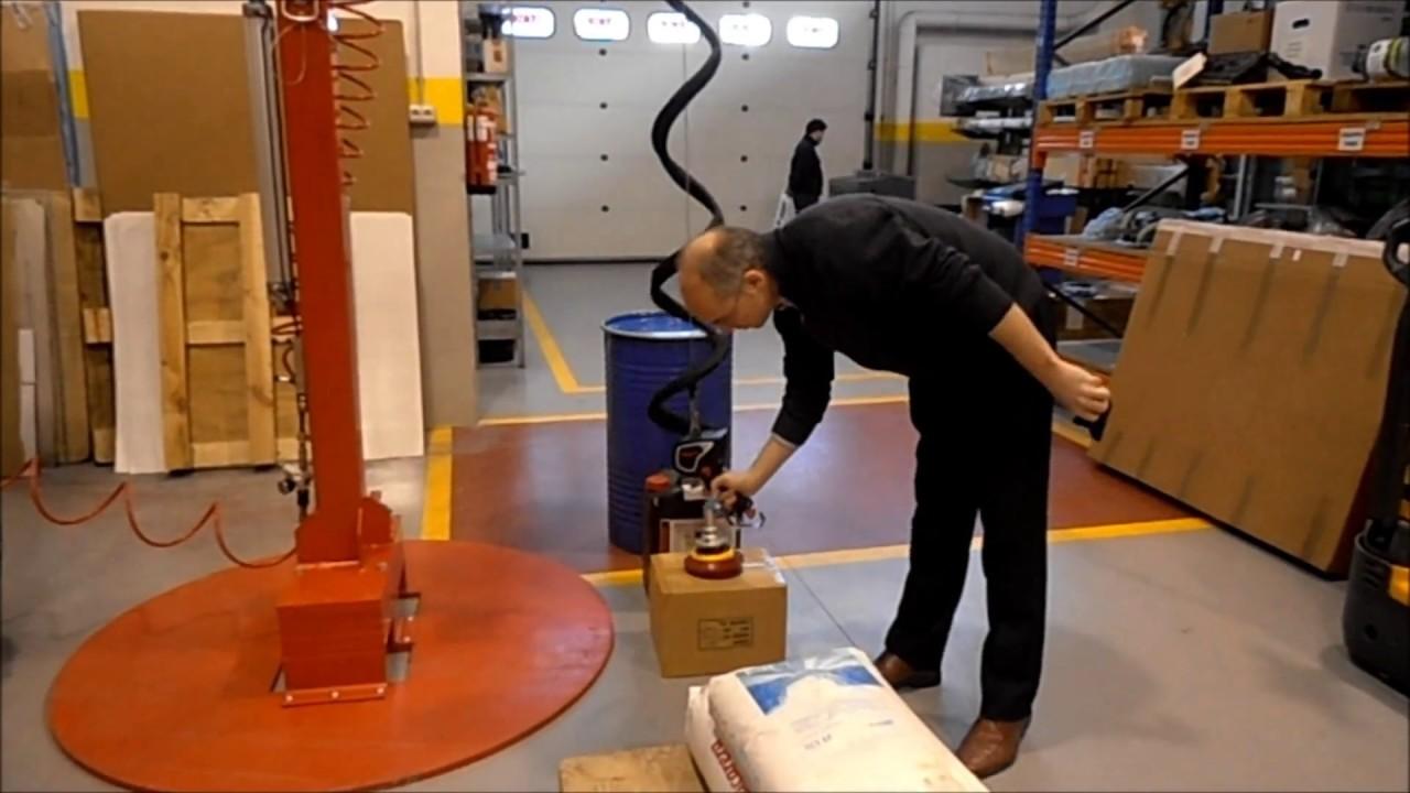 Elevador para la manipulación de cargas en centros logísticos