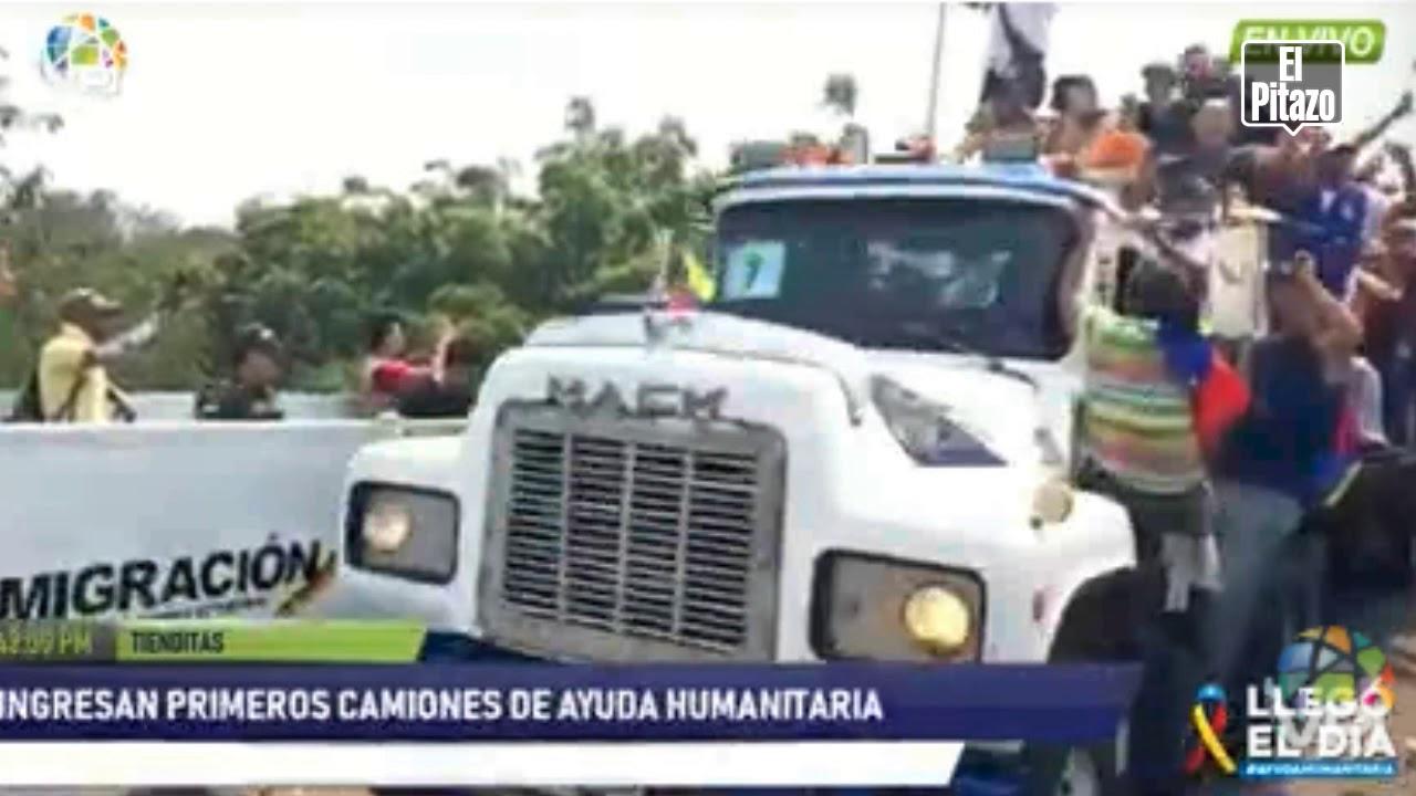 Gandolas con ayuda humanitaria son atacadas con bombas lacrimógenas en el puente de Ureña.