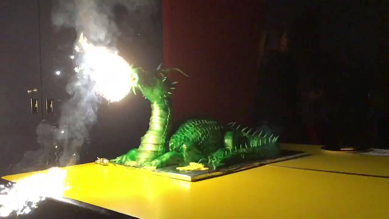 Real Fire Dragon: Real Fire Breathing Dragon Birthday Cake