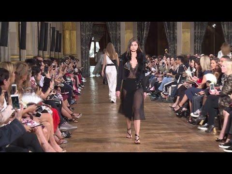 Dans les coulisses de la Fashion Week parisienne