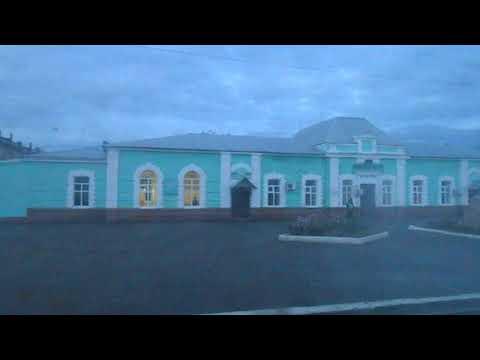Станция Илецк-1 | человек проходит паспортный контроль в окне вокзала
