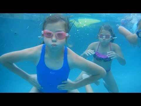 KIDS SWIMMING IN THE POOL UNDERWATER | FAMILY VLOG