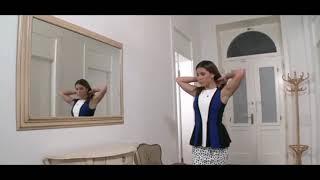 Ангелина Дорошенкова заходит в хату