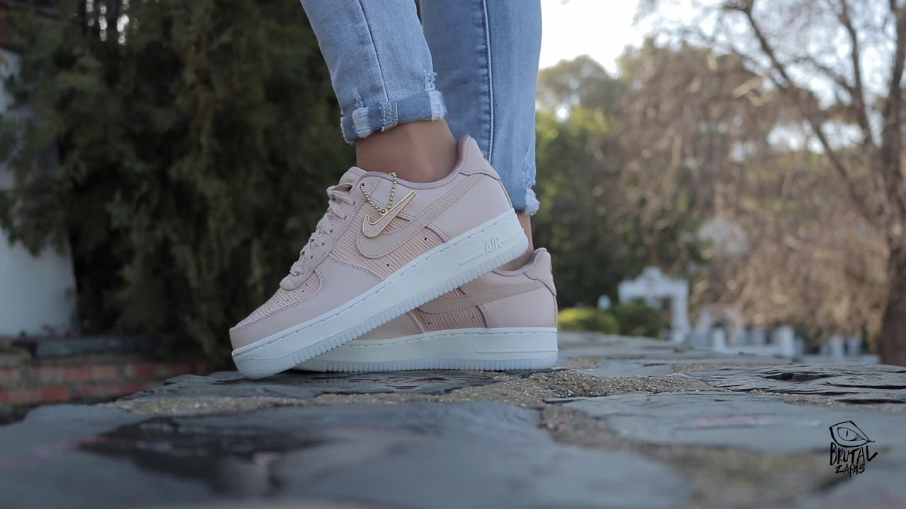 04051663ae28 REVIEW NIKE WMNS AIR FORCE 1 07 LX - 898889 201 - YouTube