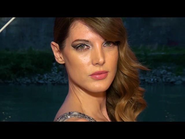 Modella Angela Tuccia Sfila con Abiti di Terranova