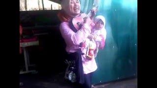 Video sambalado ala pengamen ibu-ibu bersuara merdu di cikajang garut download MP3, 3GP, MP4, WEBM, AVI, FLV Mei 2018