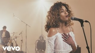Izzy Bizu - Mad Behaviour (Live)