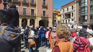 Concentración de usuarios del Centro de Mayores  'San Agustín' de Gijón