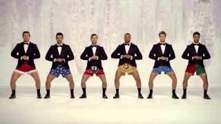 nhóm nam nhảy mừng giáng sinh độc đáo