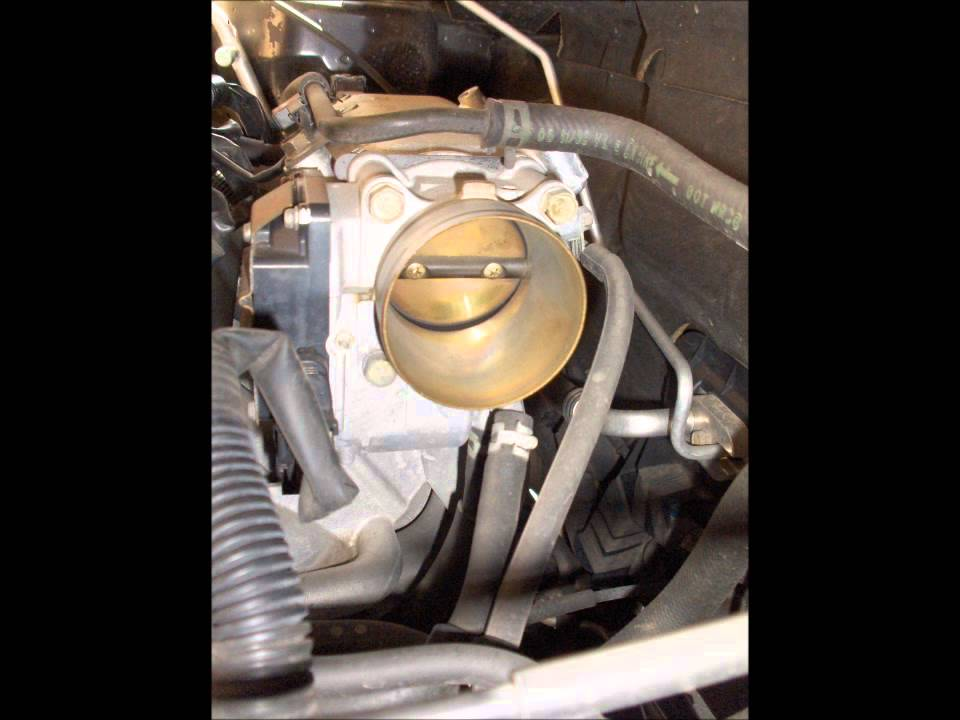 how to clean throttle body 2003, 2004, 2005 & 2006 mitsubishi outlander  engine light code p0506 - youtube