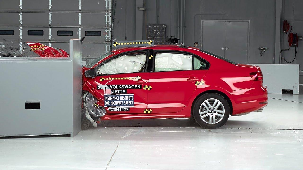 2015 Volkswagen Jetta driver-side small overlap IIHS crash test - YouTube