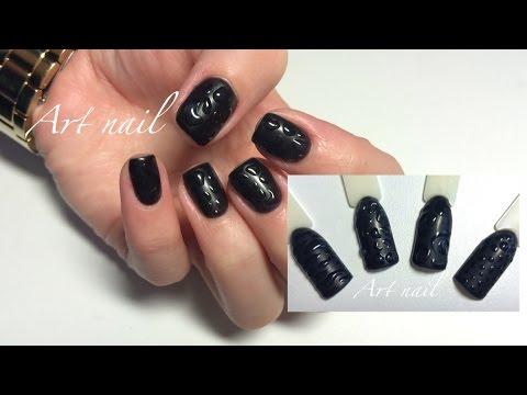 Матовые ногти с глянцевым рисунком