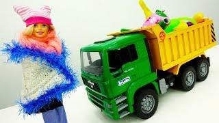 Видео для девочек. Барби идет в ПОХОД: собираем вещи!
