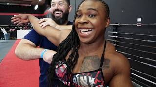 700 pound squatter gets power Treatment (muscular woman)
