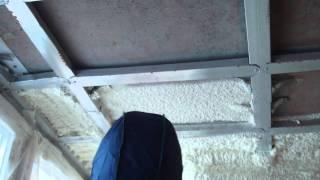 Утепление балкона самостоятельно.MP4(На данном ролике идет процесс утепления потолка балкона напылением пенополиуретана (ППУ). Используется..., 2011-02-06T10:16:41.000Z)