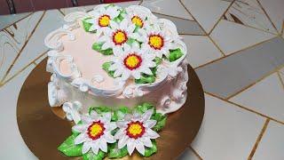 Бисквитный торт с ромашками