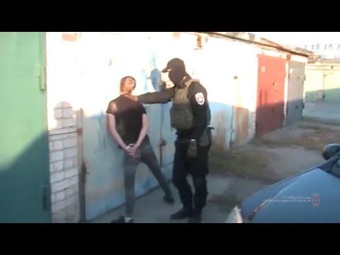 В городе Волжском полицейские задержали подозреваемых в сбыте наркотиков