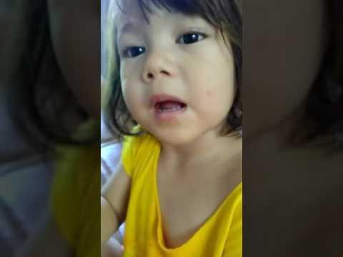Anak Bule Belajar bahasa Indonesia: A mixed little girl says