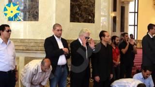 بالفيديو: حسين فهمي وسمير صبري ومحمد أبو حامد قبل صلاة الجنازة على عمر الشريف