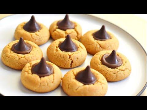 Peanut butter blossoms/Peanut Butter Kiss cookies