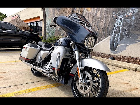 2019 Harley-Davidson CVO Street Glide FLHXSE in Charred Steel and Lightning Silver