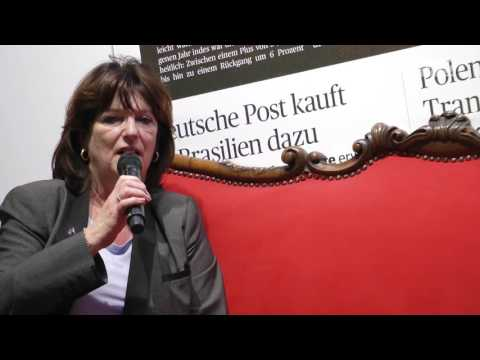 transport logistic 2017: Andrea Briks auf dem Roten Sofa der DVZ