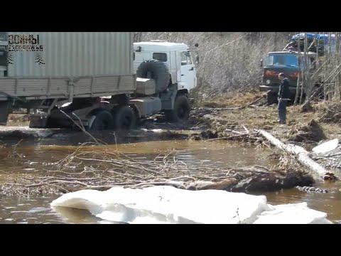 Два КАМАЗА поздно выходят из зимника THE ROAD NORTH OF RUSSIA