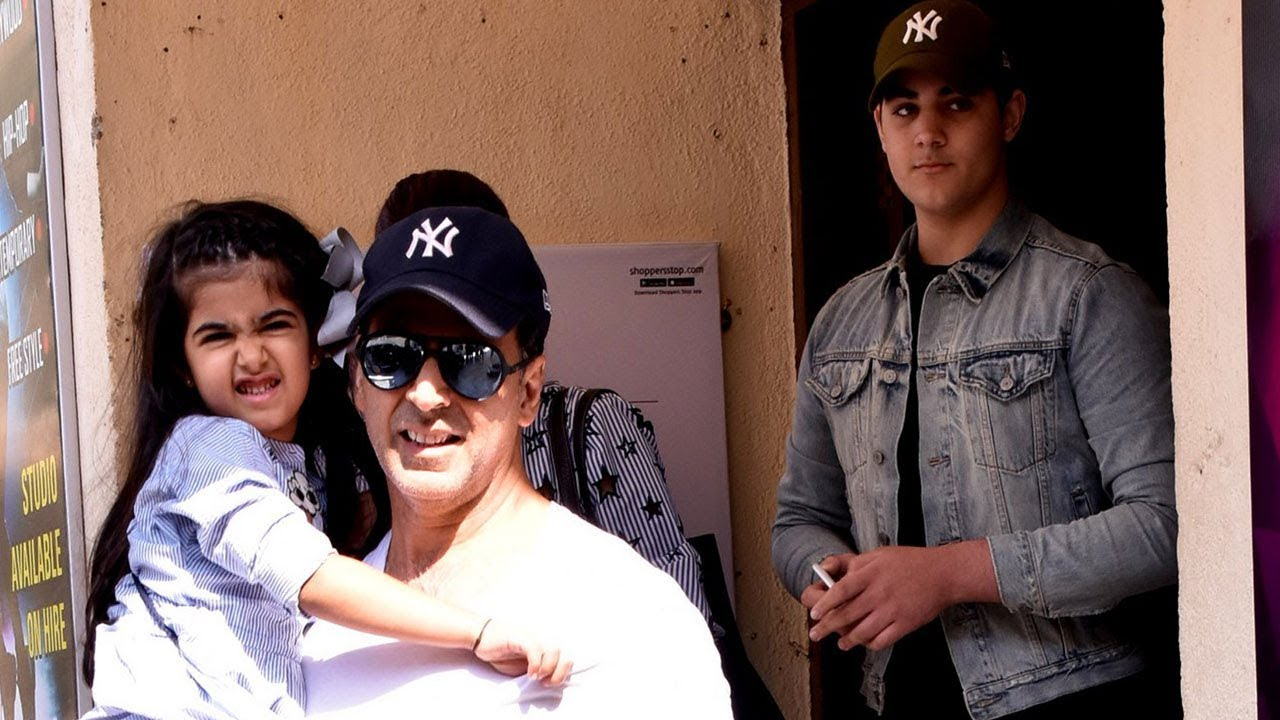 Image result for Akshay kumar with twinkle and son aarav and nitara