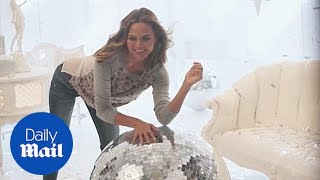 Behind-the-scenes of Chrissy Teigen in Gap's holiday campaign - Daily Mail