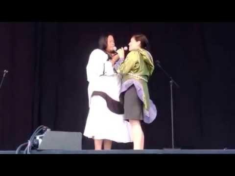 Inuit throat singing (katajjaq) / Le chant de gorge inuit (Taqralik Partridge & Nina Segalowitz)