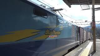 中央東線塩尻駅1番線に【E353系特急あずさ26号】が到着〜発車すると同時に…【EH200電気機関車】23号機コンテナ貨物列車が3番線を通過していきます…(^^;)