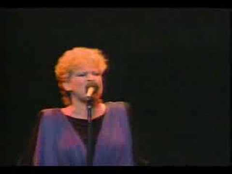 Bette Midler - Here Comes the Flood