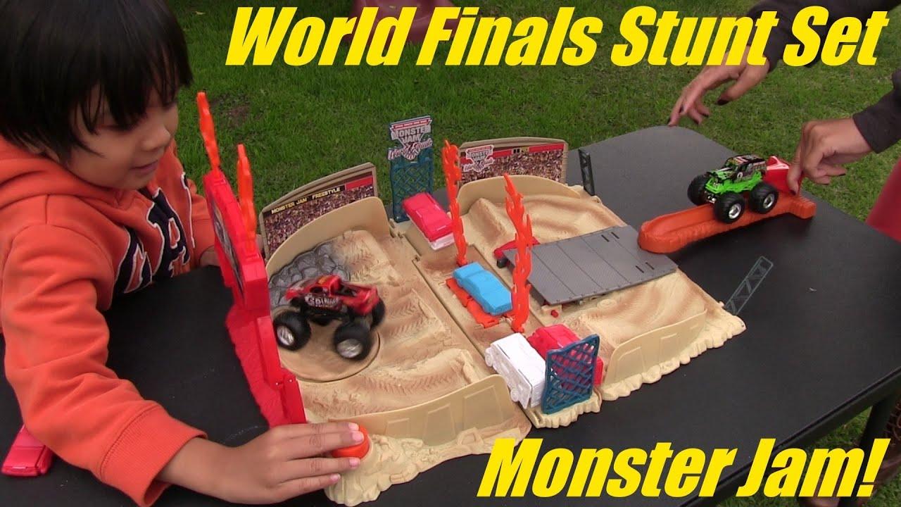 Unboxing Monster Jam World Finals Stunt Pack Arena Set