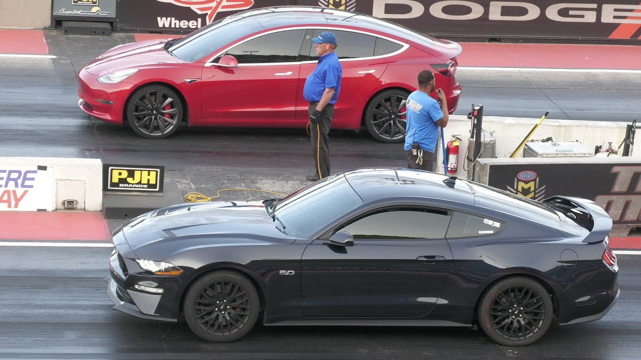 Tesla vs Mustang GT - drag racing