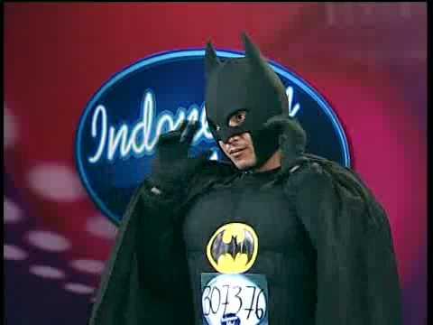 Gila...! Ada Batman Nyasar Ikut Audisi Indonesian Idol 2010