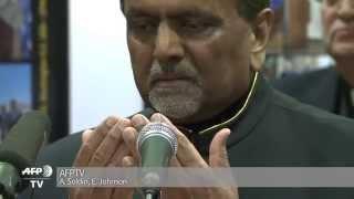 British Ahmadiyya Muslim community prays for Paris