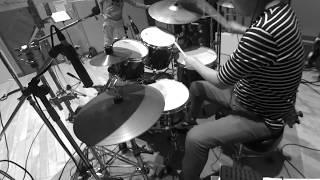 ドラムパートのレコーディング風景。 プレイやドラムサウンドは青さんを...