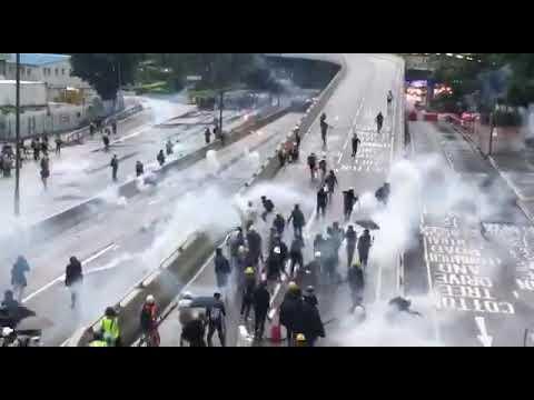 Протесты 31.08.19. Тем временем в Гонконге полиция разгоняет протестующих водометами