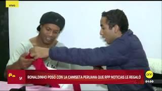 Ronaldinho Gaúcho posó con la camiseta peruana