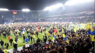 Tilskuere invaderer Brøndby Stadion fra sydsiden | HD | Spectators invading the pitch!