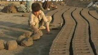 Afghan refugee children of brick factory アフガン難民の子どもたち thumbnail