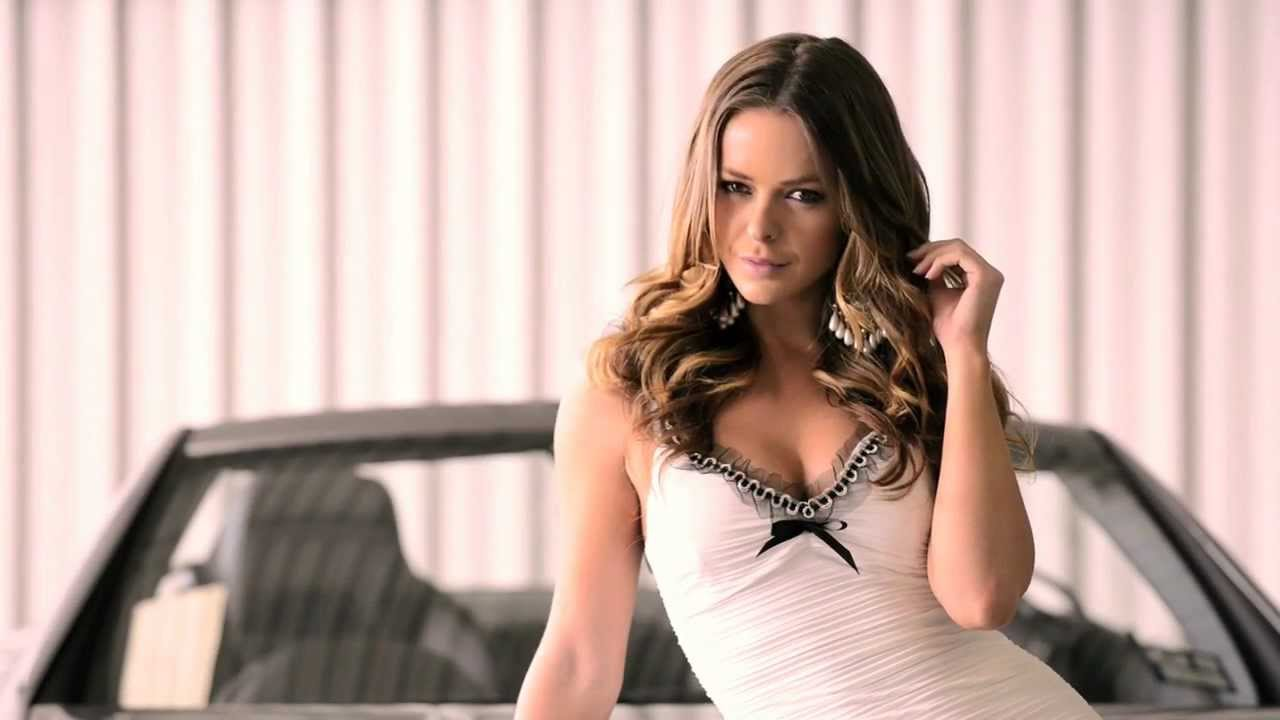 V8 Action Illustrated Grid Candy - Behind the Scenes with Becky Lamb.mp4